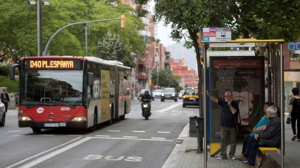 Foto: Imagen de archivo de un autobús urbano de TMB en Barcelona (EFE)