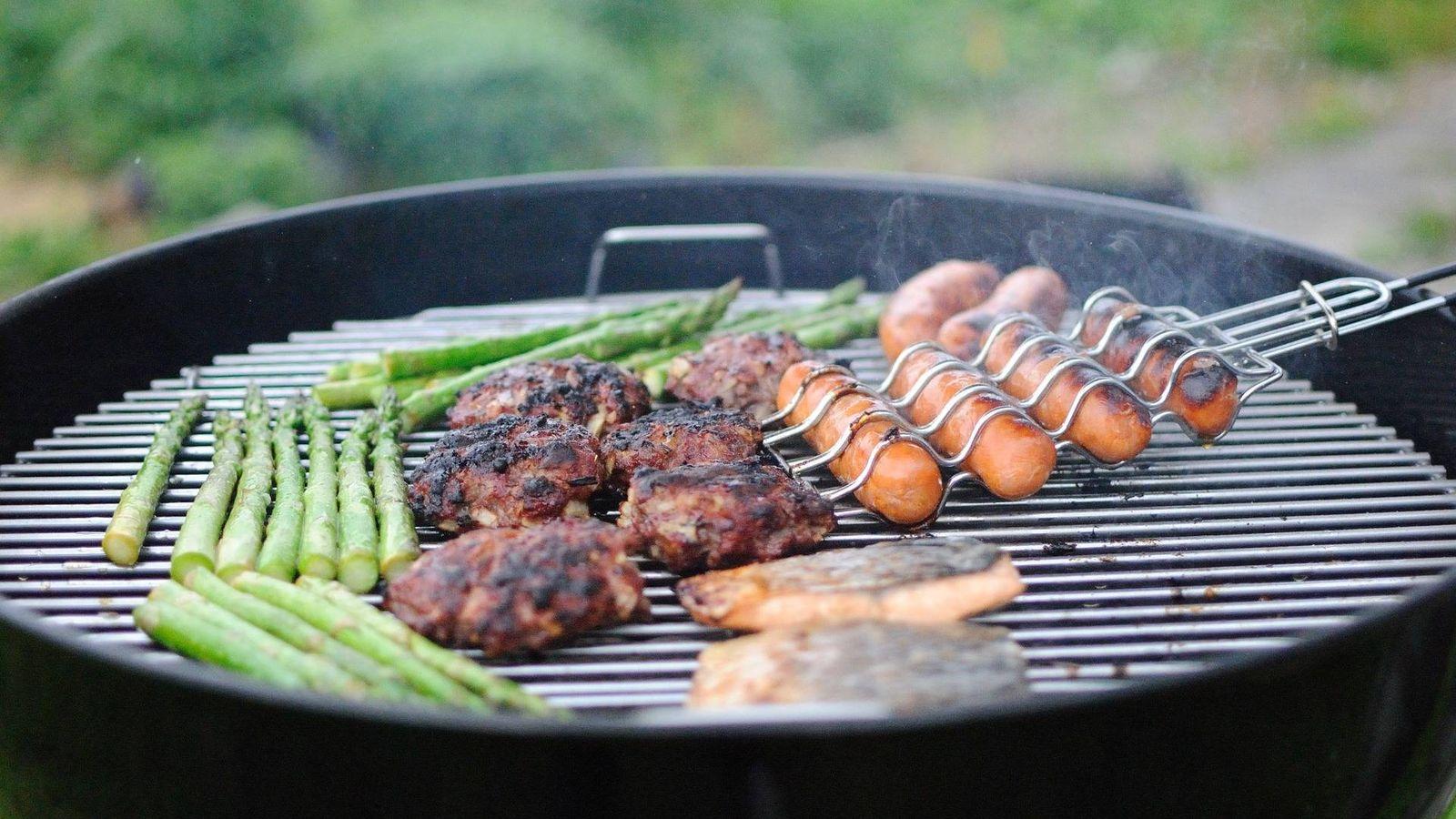 Parrillas Para Hacer Ricas Barbacoas De Carne Pescado Y Verduras A La Plancha