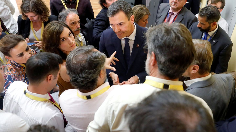 Pedro Sánchez conversa con los periodistas tras la cumbre informal de líderes europeos en Salzburgo, Austria, este 20 de septiembre. (EFE)