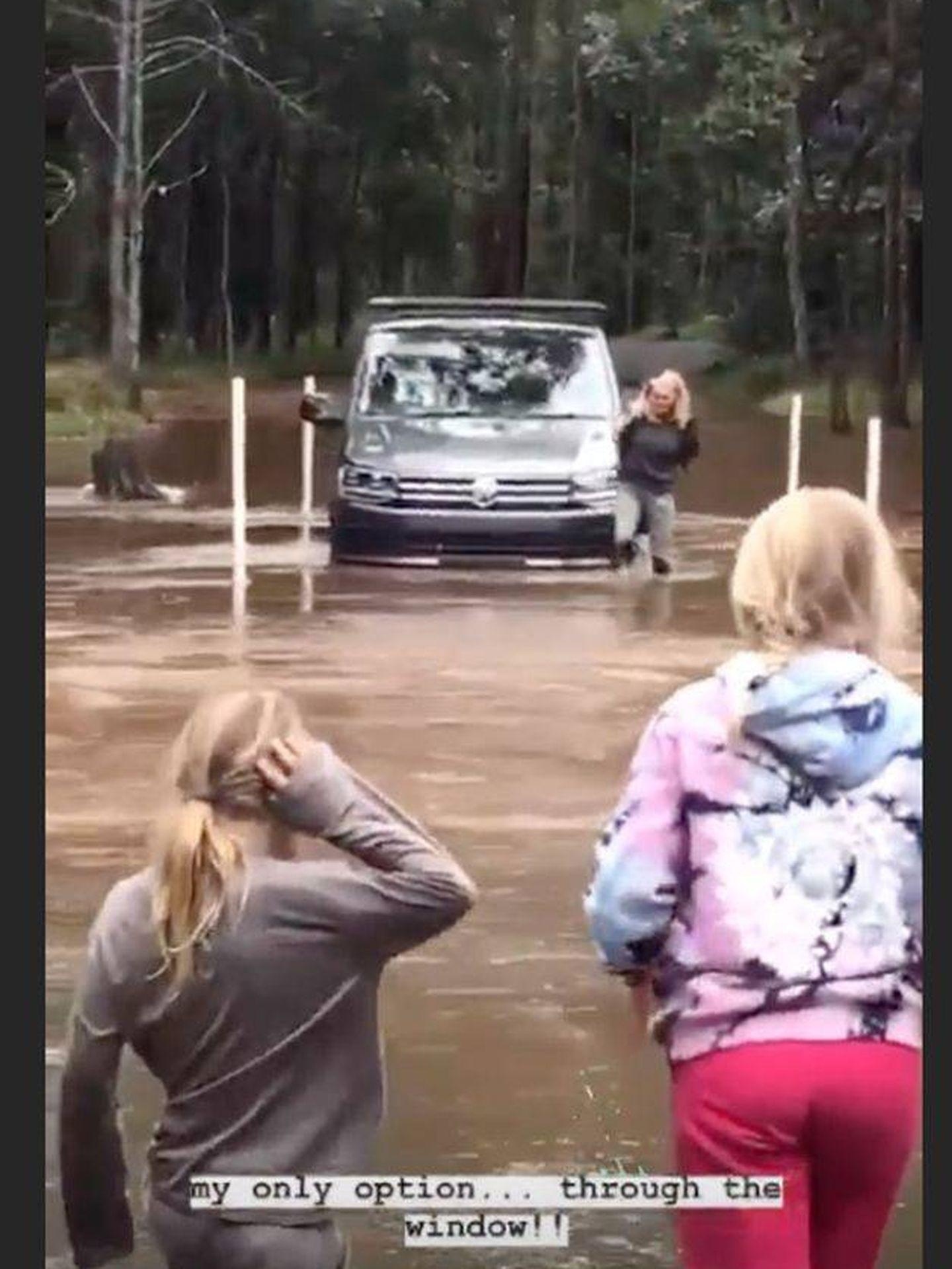 El rescate de Elsa. (Instagram @elsapatakyconfidential)