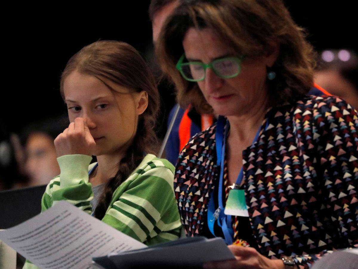 Foto: Greta Thunberg, junto a la ministra para la Transición Ecológica, Teresa ribera. (Reuters)
