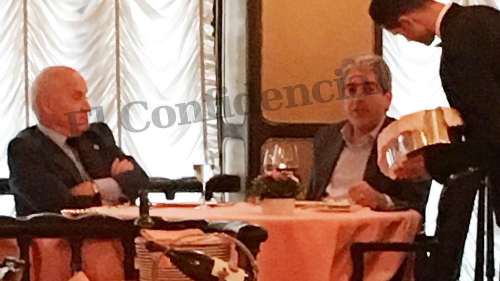 Foto: Carles Villarubí y Francesc Homs en Vía Venetto el mièrcoles. (EC)