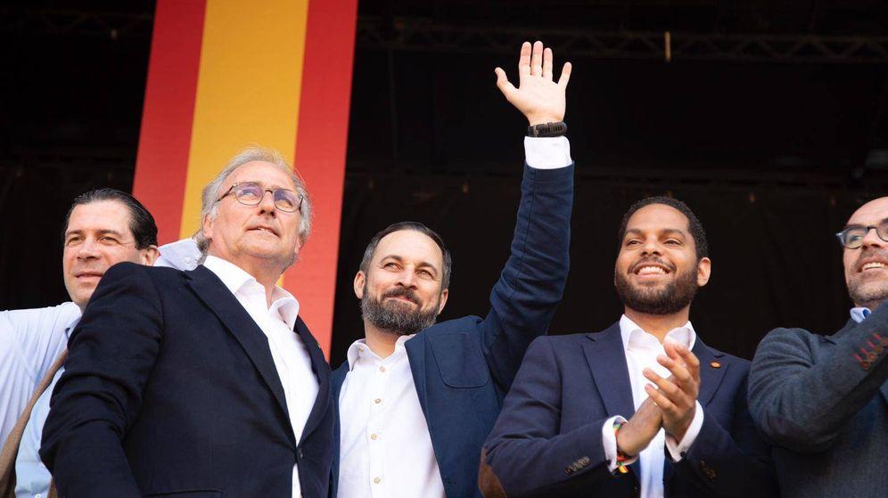 Foto: Aizcorbe, junto Abascal y Garriga, el pasado 30 de marzo en Barcelona. (EC)