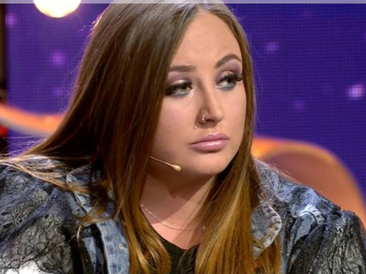 Foto: Rocío Flores, en el plató de 'GH VIP 7'. (Mediaset)