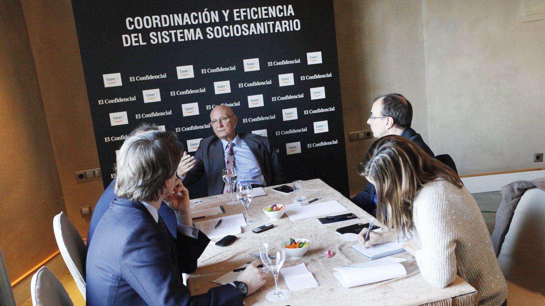 El doctor Rodés responde las preguntas de los periodistas. (E. Villarino)