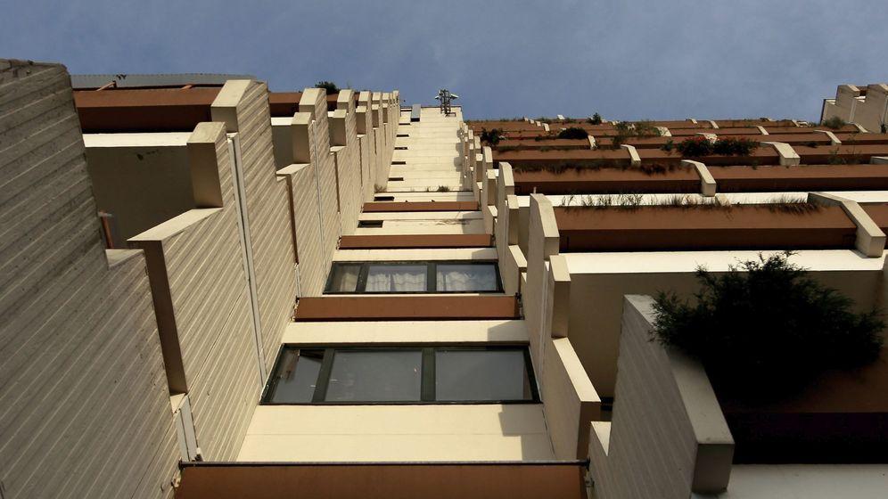 Foto: Foto de archivo de unbloque de viviendas. (EFE)