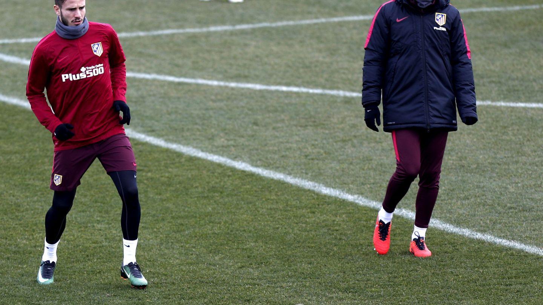 En los últimos partidos, Simeone ha puesto a Saúl de lateral izquierdo por las bajas en defensa. (EFE)
