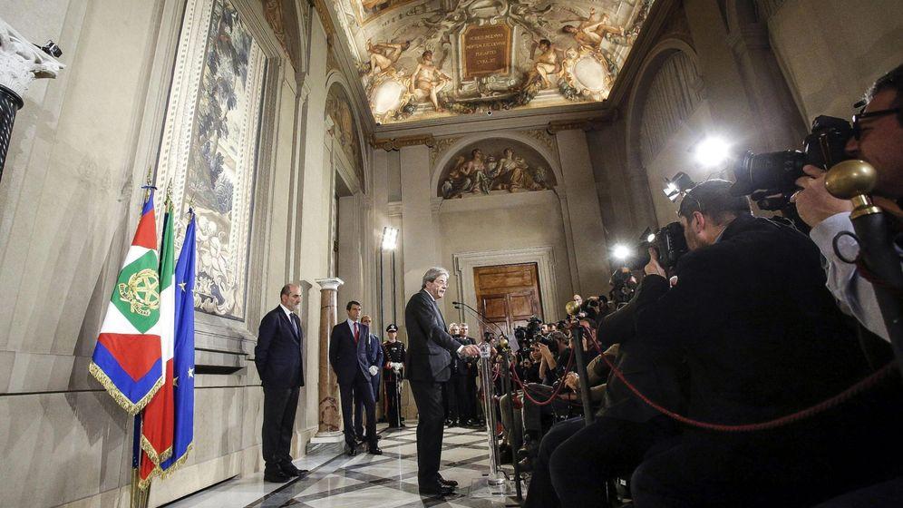 Foto: Paolo Gentiloni ofrece una rueda de prensa tras reunirse con el presidente de la República, Sergio Matarella, el 12 de diciembre de 2016 (EFE)