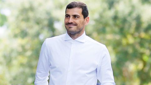 Un chat, baches y un desmentido: hablamos con el entorno de Iker Casillas