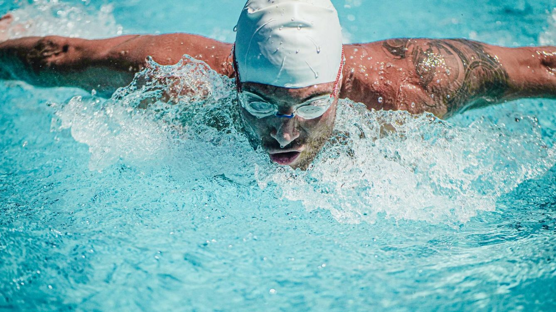 Deportes veraniegos: aprende a proteger tus ojos del sol, del cloro y de la sal
