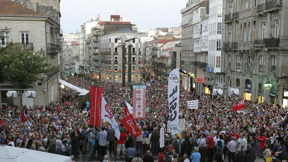 Foto: Manifestación contra las deficiencias en el Hospital de Vigo el pasado 2015. (EFE)