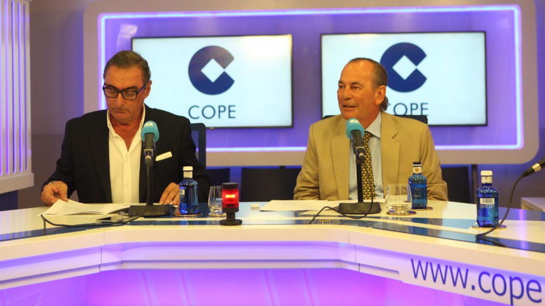 El locutor Carlos Herrera y Rafael Pérez del Puerto, presidente de COPE, en una imagen de archivo.