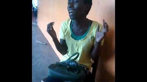 La joven y desconocida nigeriana que canta 'Halo' igual que Beyoncé