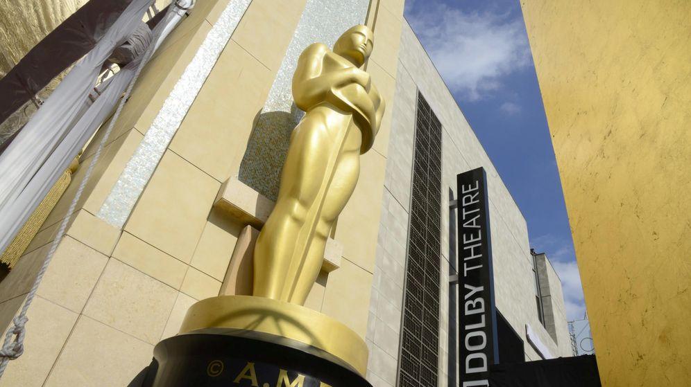 Foto: Un Oscar gigante a las puertas del Dolby Theatre. (Efe)