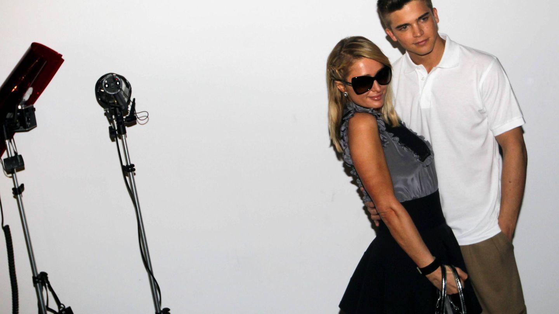 Con su exnovia, Paris Hilton, en 2013. (EFE)