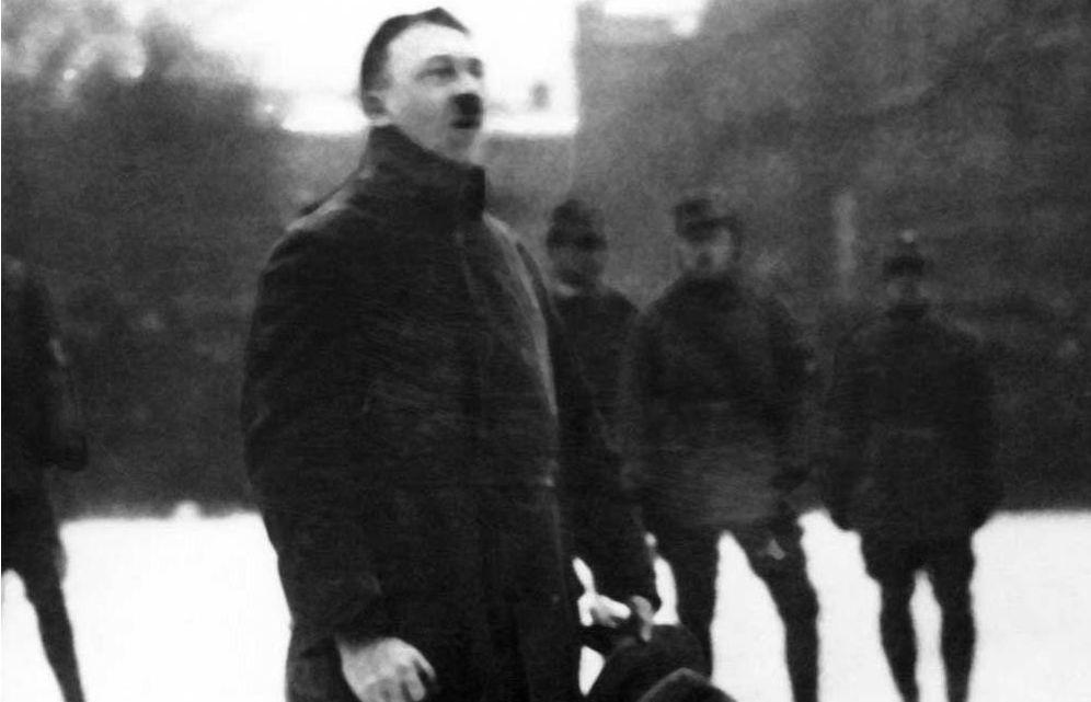 Foto: Hitler, en un mitin de su partido en enero de 1923.