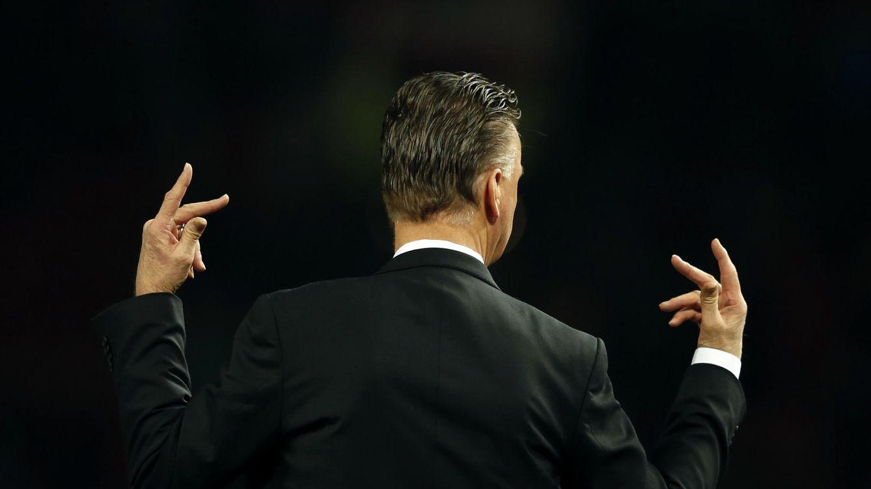 Foto: Van Gaal está al borde de quedarse sin títulos en su año de debut en el United (Reuters).