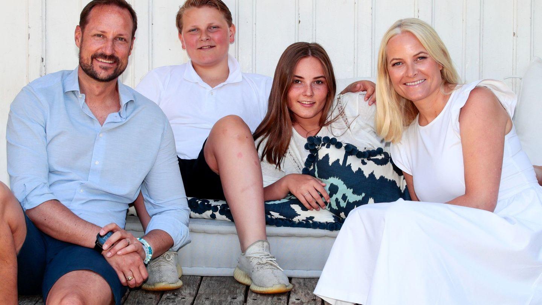Los herederos con sus hijos. (EFE)