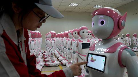 Así se construyen en China los robots que cuidarán de tus hijos