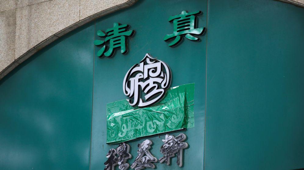 Foto: Simbolo 'halal' tapado en un restaurante en Beijing (Reuters)