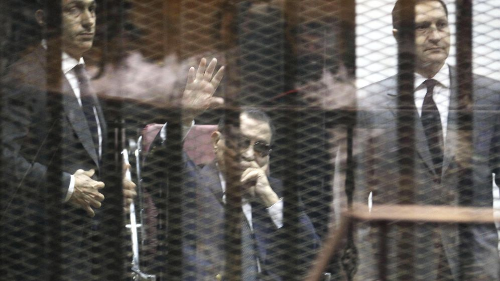 Foto: Hosni Mubarak (centro), en una imagen del mes de mayo (EFE)