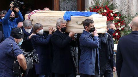Roban en casa de Paolo Rossi durante su emotivo entierro en la catedral de Vicenza