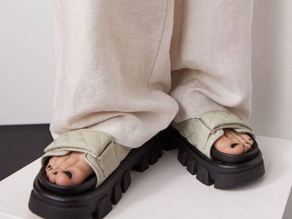 Foto: Las sandalias con suela track de HyM. (Cortesía)