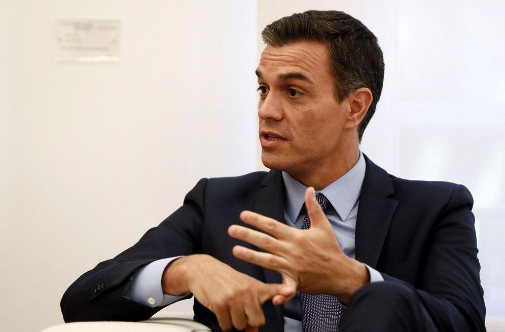 Foto: Pedro Sánchez, durante una reunión en el Palacio de la Moncloa. (EFE)