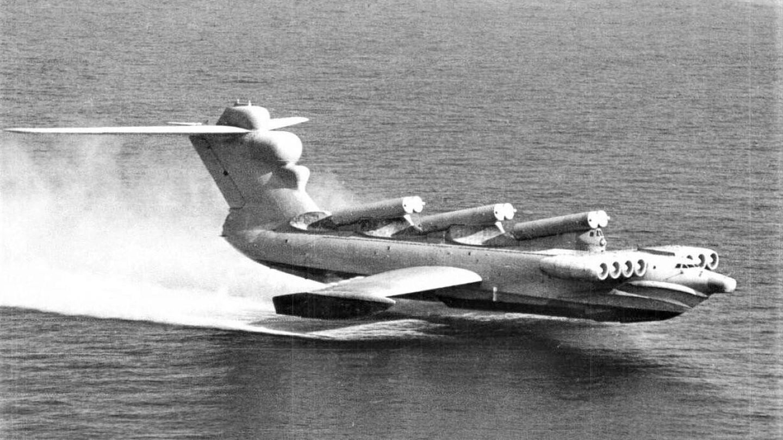 El MD-160 Lun en vuelo sobre el Mar Caspio