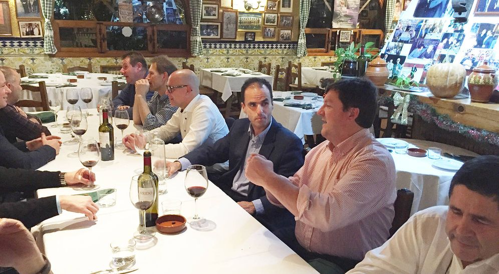 Foto: El hoy rector de la URJC, Javier Ramos, en una cena con los empresarios de EATC. La foto está tomada por Francisco Castaño
