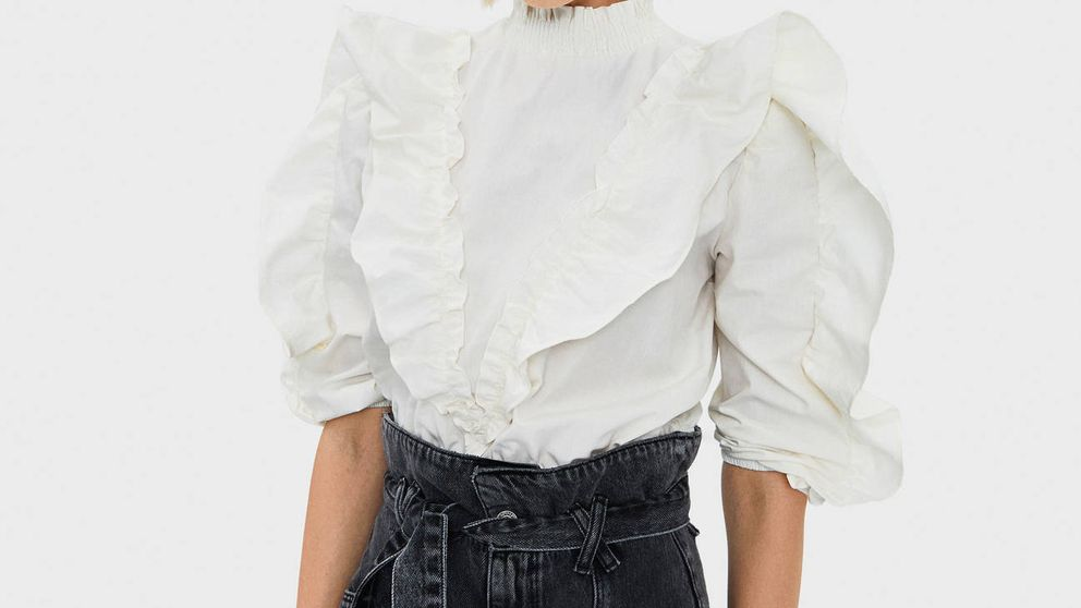 Bershka tiene (de momento) la camisa de mangas más voluminosas y nos fascina