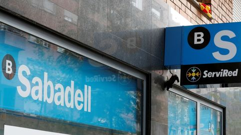 Sabadell salva una sesión de pesimismo ante las expectativas de un baile de fusiones
