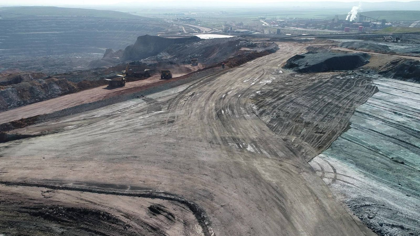 Foto: Obras de estabilización de los taludes de la mina. (Cobre Las Cruces)