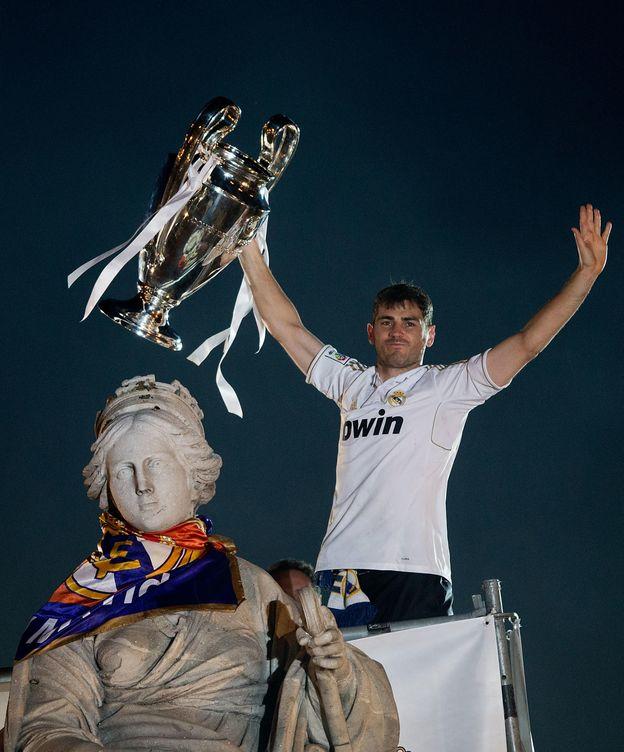 Foto: Iker Casillas levantando la Décima en la Cibeles.