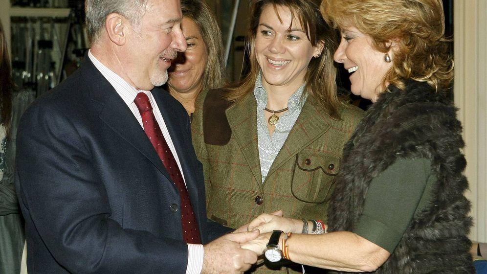 Foto: Rodrigo Rato, saluda a Esperanza Aguirre junto a María Dolores de Cospedal en una imagen de archivo. (EFE)