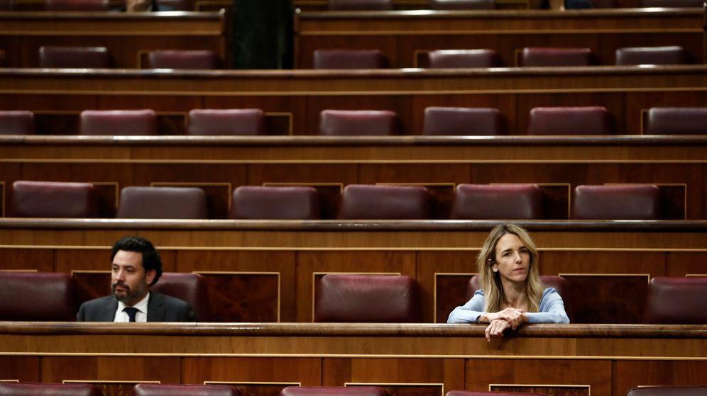 Foto: La portavoz del Partido Popular en el Congreso, Cayetana Álvarez de Toledo (d), asiste al pleno celebrado este miércoles en el Congreso de los Diputados. (EFE)