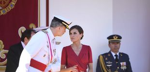 Post de Letizia en las Fuerzas Armadas: segundo vestido rojo de estreno en apenas tres días