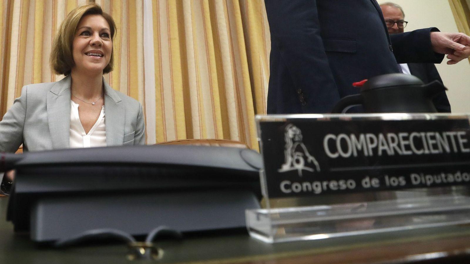 Foto: La secretaria general del PP, María Dolores de Cospedal, antes de comparecer ante la comisión del Congreso que investiga la supuesta financiación ilegal del PP. (EFE)