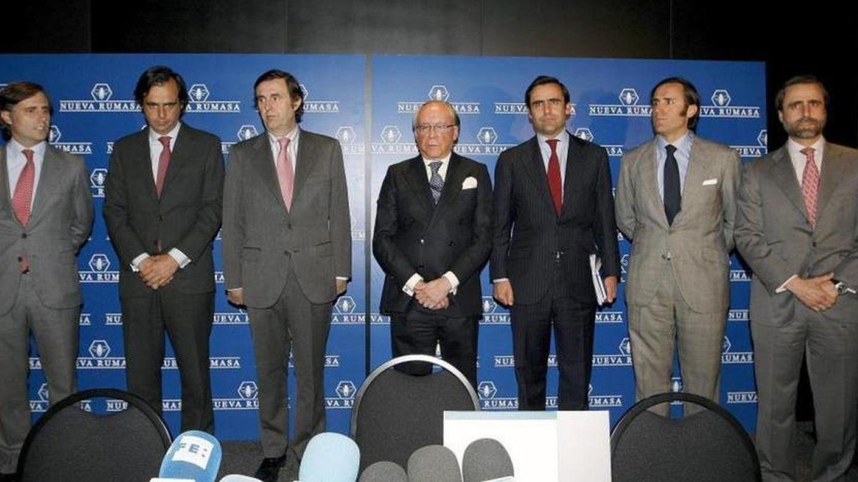 Ruiz-Mateos y sus hijos, anunciando el concurso de acreedores de Nueva Rumasa. (Gtres)