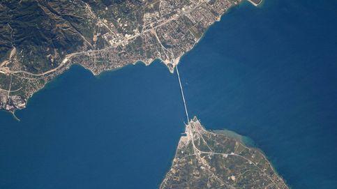 El astronauta que observa la Tierra a 400 kilómetros de altitud