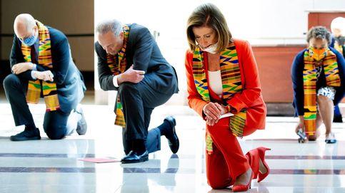 Pelosi y otros congresistas demócratas se arrodillan en el Capitolio