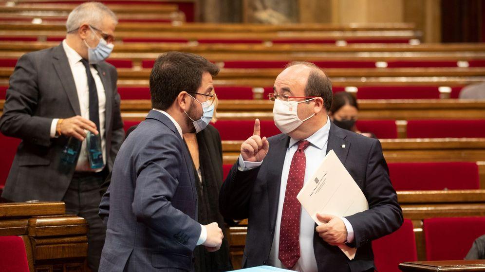 Foto: El presidente del Govern en funciones, Pere Aragonès, habla con Miquel Iceta. (EFE)