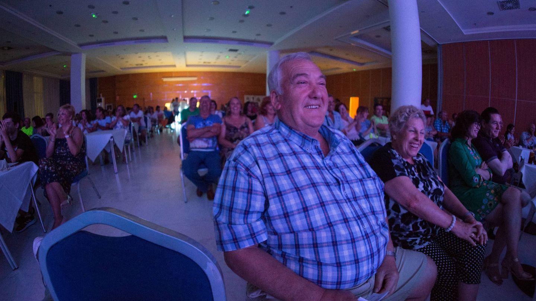 Los espectadores se tronchan con el humor noventero de Juan Muñoz.