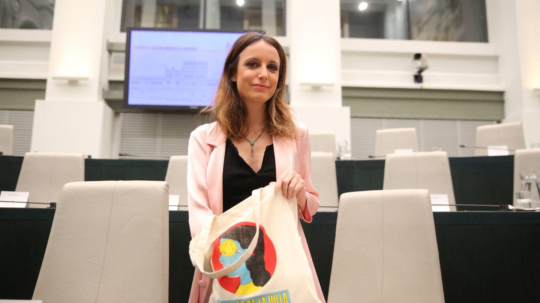 Andrea y sus bolsas 'culturales'. (Vanitatis)