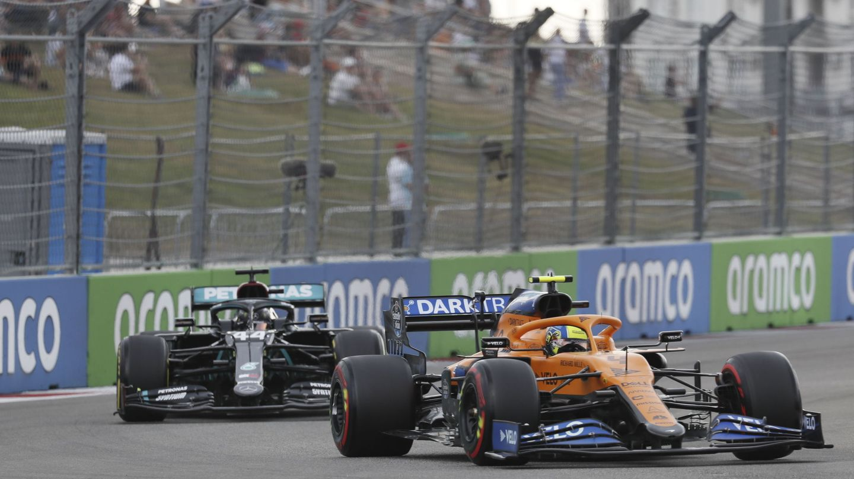 La gestión de la información y de la radio de McLaren y Mercedes con sus pilotos fue un caso extremo de estrés, tensión y necesidad de reacción