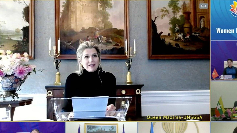 Otra perspectiva de la reunión de Máxima, con los cuadros detrás. (Casa Real)
