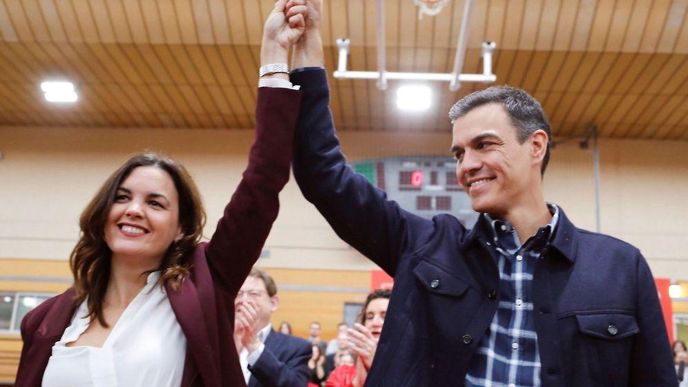 Foto: Pedro Sánchez, con la candidata del PSOE en Valencia, Sandra Gómez. (EFE)