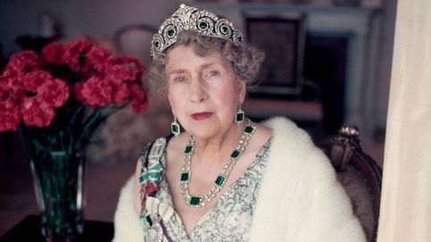 Diamantes, zafiros y rubíes: una joya 'creada' por Victoria Eugenia se subasta por 3.000 €