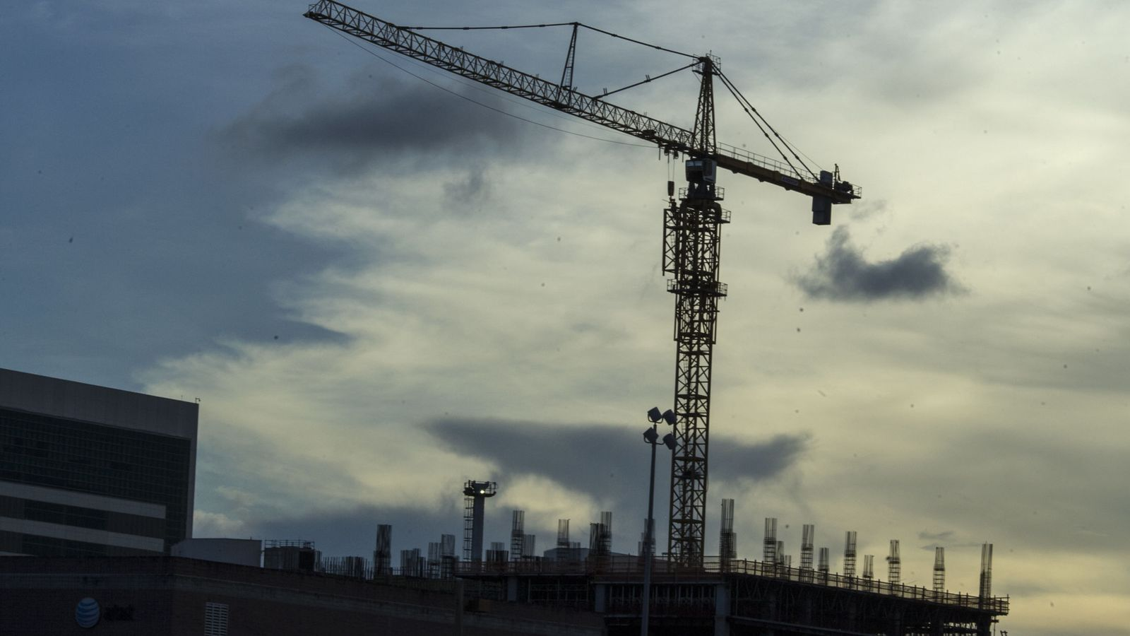 Foto: Imagen de una grúa de la construcción. (EFE)