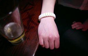 Una pulsera avisa a tus amigos de que estás demasiado borracho